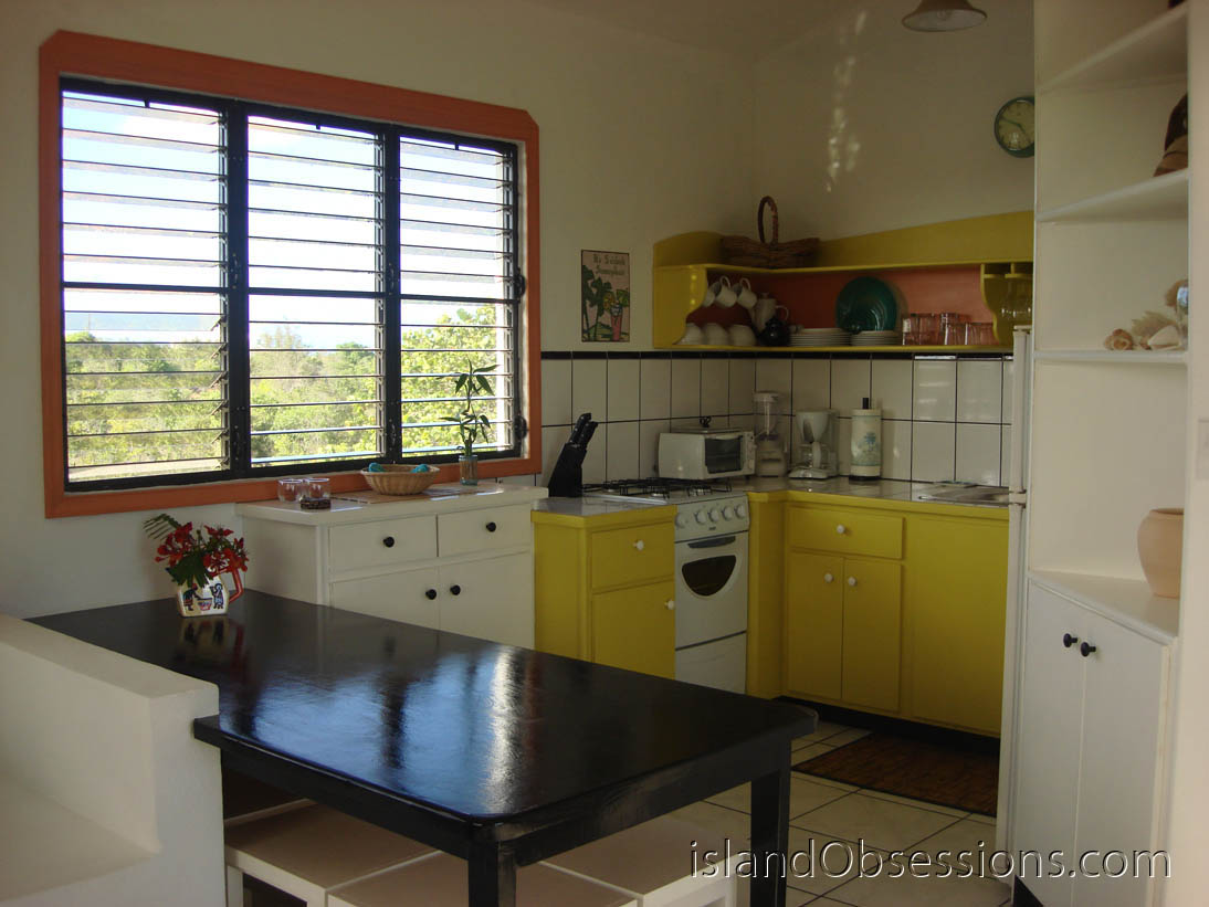Country Cottage Anguilla: Kitchen & Dining Area